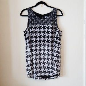 CAbi black/white sleeveless blouse